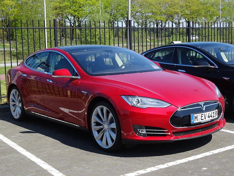 Tesla Model S - третье место