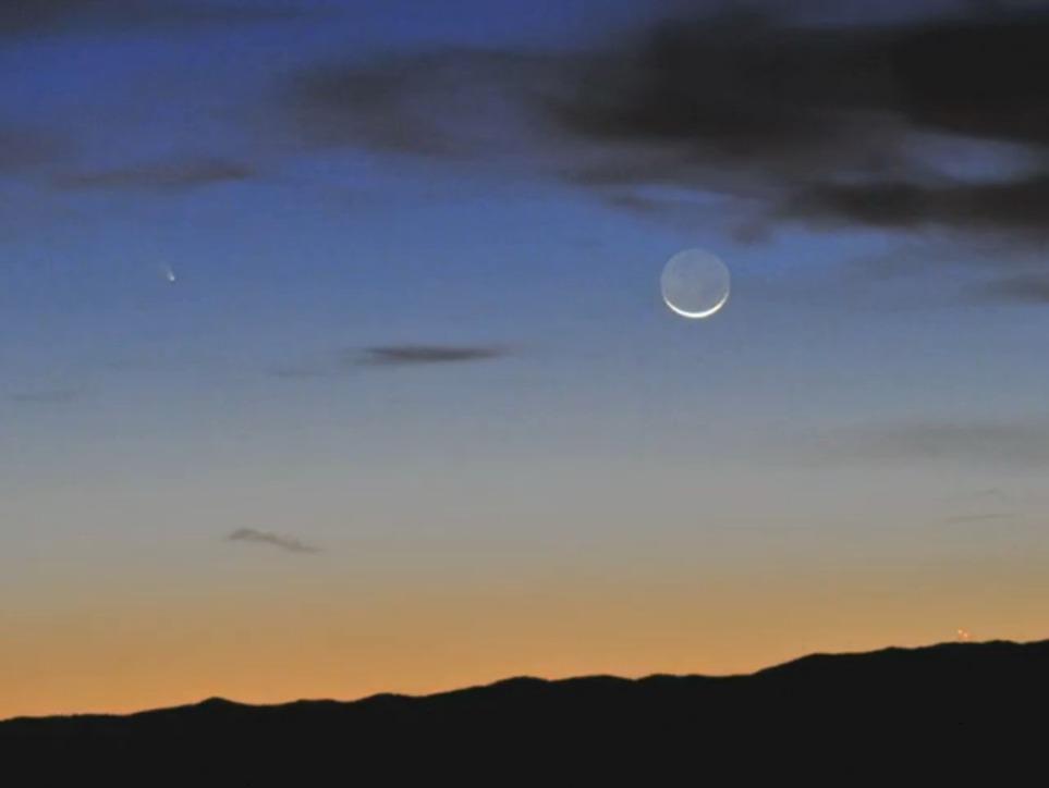 Комета будет видна выше Луны