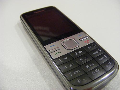 Пятое место у старожила продаж — Nokia C5. Он уверенно поднимается по лестнице хит-парада. Если в июне он был на девятом месте, то уже в августе занимал седьмую позицию.
