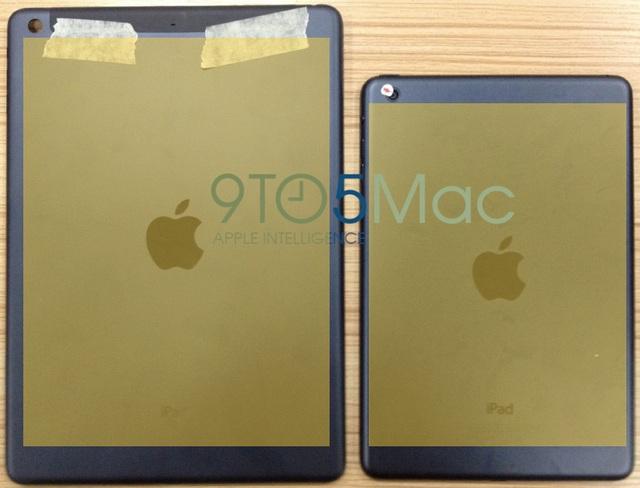 iPad 5 и наклеенный желтый лист бумаги в виде дисплея