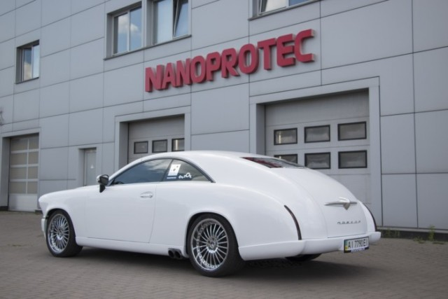 За основу взяли Mercedes-Benz CL500, от которого достались шасси, силовые агрегаты и салон