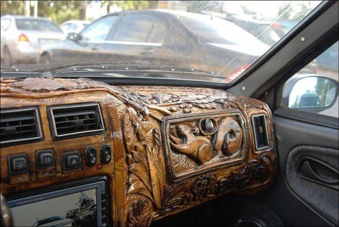 Кроме того, в автомобиль установили мультимедию с камерой заднего вида