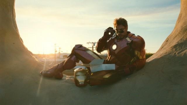 Тони Старк не представляет своей жизни без очков