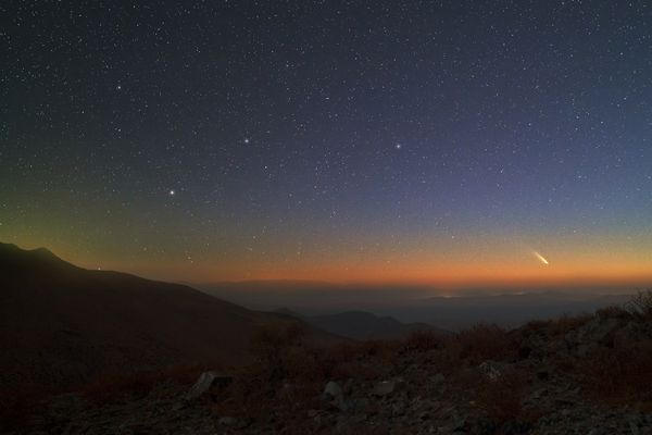 Комета видна на закате