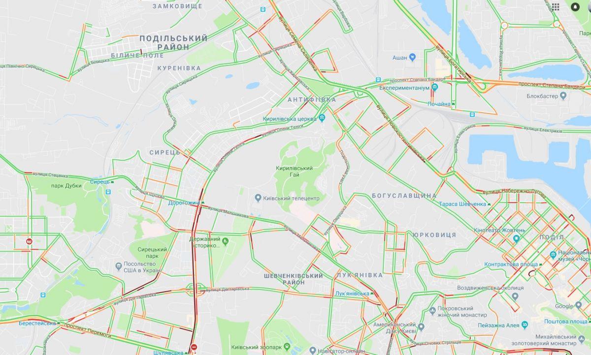 Масштабные пробки затронули практически весь город