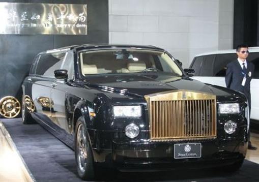 Phantom с золотым радиатором на выставке в Китае