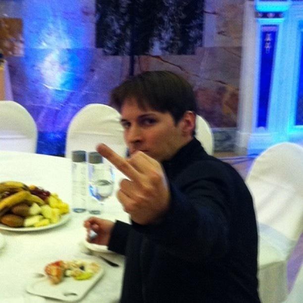 Средний палец для Mail.ru