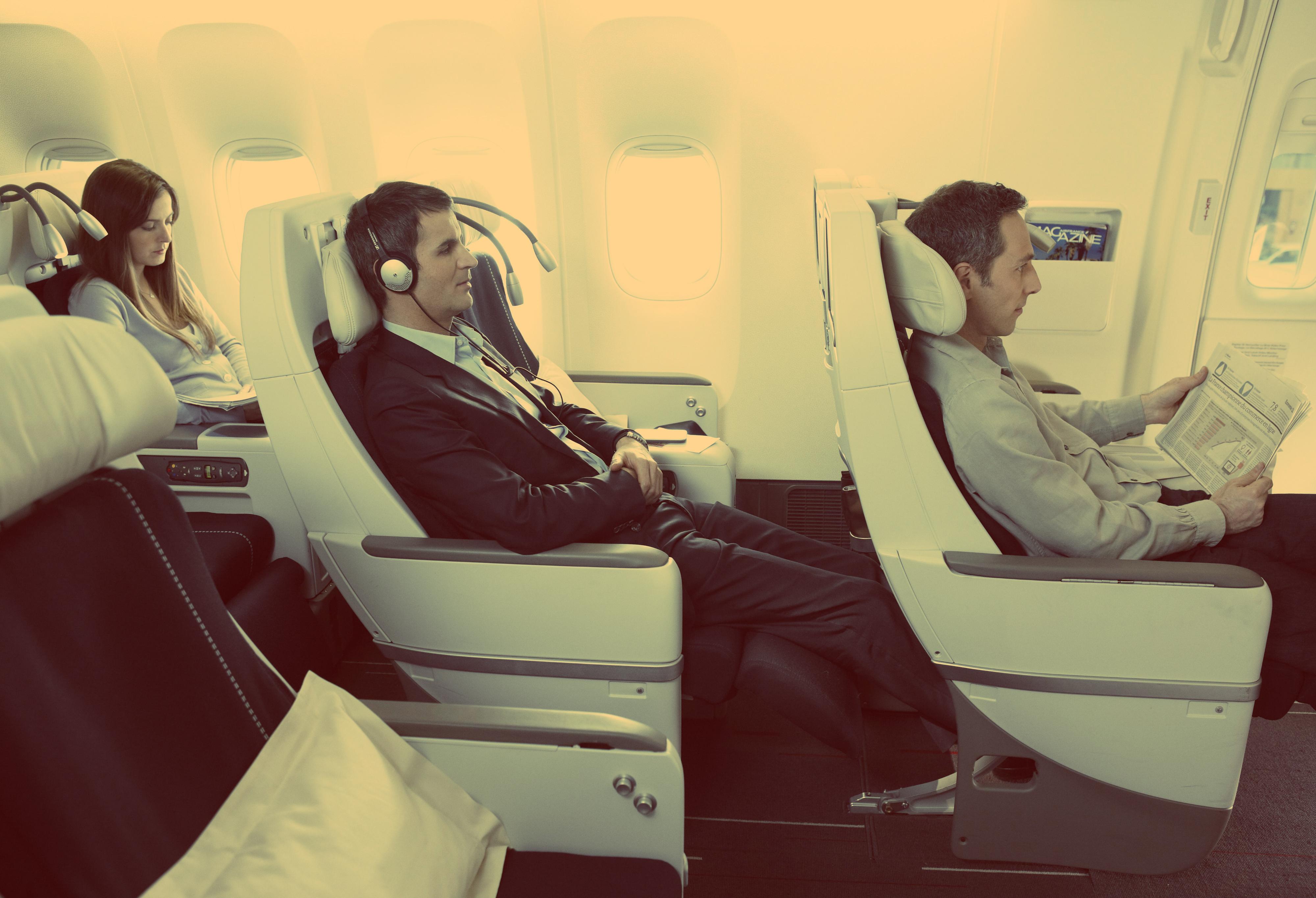 Любимая музыка - хороший способ не заскучать в самолете