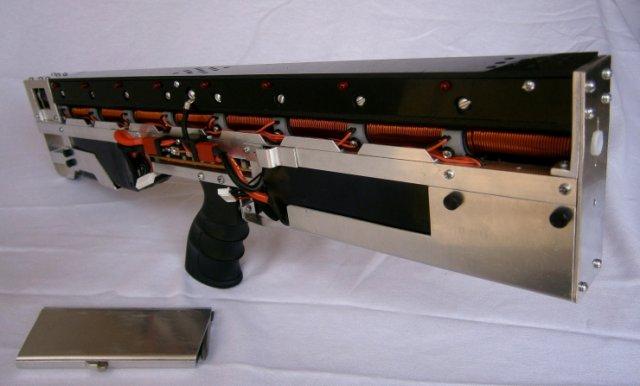 Первый в мире автомат, работающий по принципу пушки Гаусса