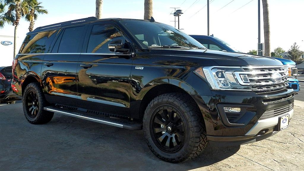 Ford Expedition (5.4% автомобилей с пробегом более 300 тыс. км.)