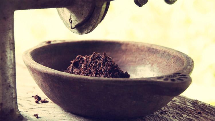 Так выглядят какао-бобы, измельченные в порошок