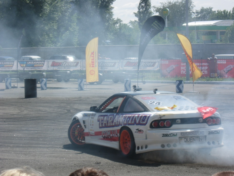 SIA 2013: гонщики не жалели резину и напустили дыму
