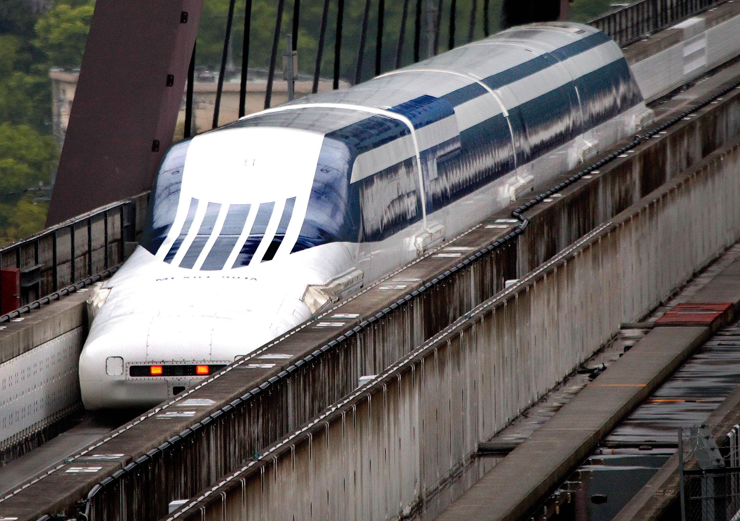 Поезд объединит север и юг Японии