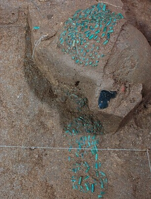 Остатки нефритовых ожерелий