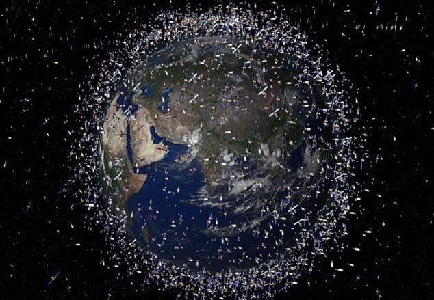 Орбиту замусорена обломками