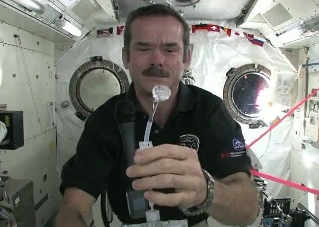 Руки в космосе моют не так, как на Земле