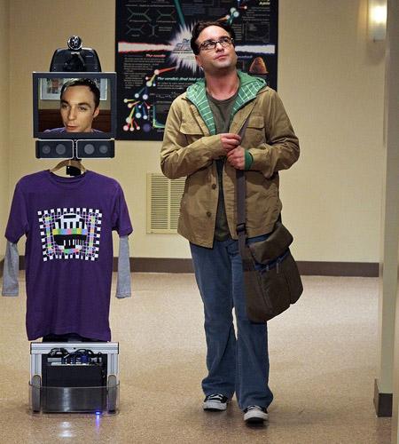 Даже в Теории большого взрыва Шелдон использовал робота телеприсутствия
