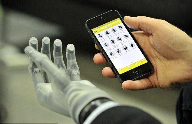 Приложение на iOs может управлять рукой