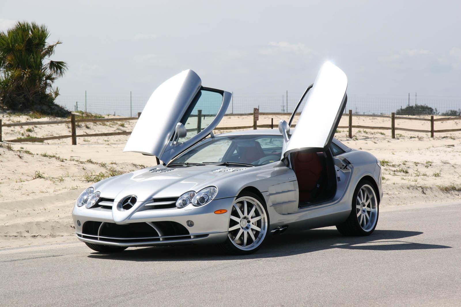 Мы тоже сначала подумали, что Mercedes серфингисту подарили SLR McLaren