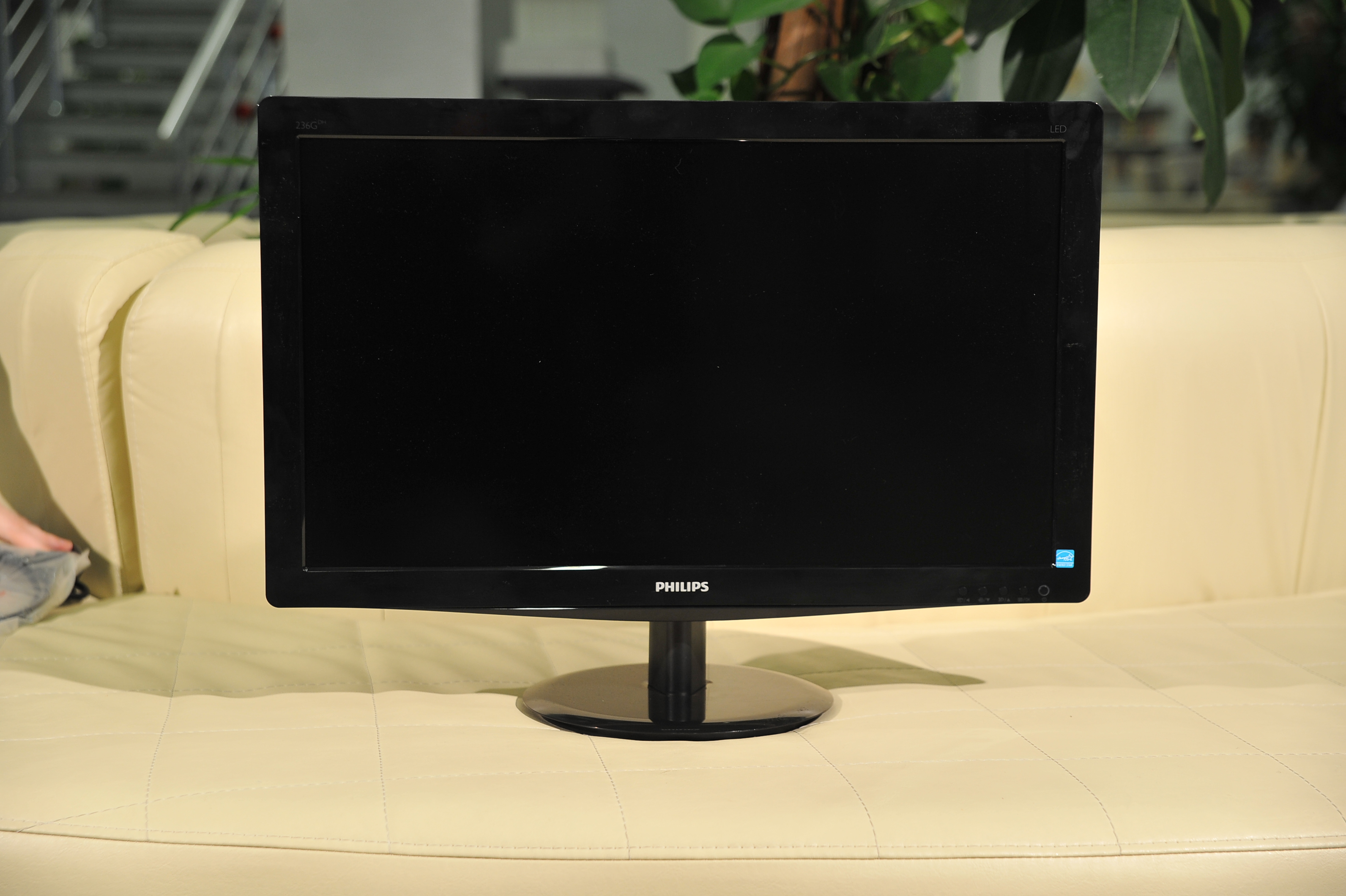 Philips G-line 236G3DH - широкая рамка и обилие глянца