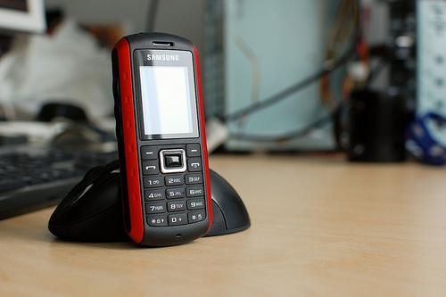 Седьмое место у Samsung B2100. Он отвоевал сразу три позиции — в июле телефон был на десятом месте.