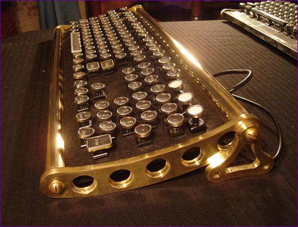 Клавиатура в стиле стимпанк