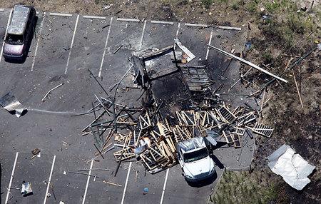 По неустановленным причинам в грузовике вместе с фейерверками сгорело заживо два пиротехника