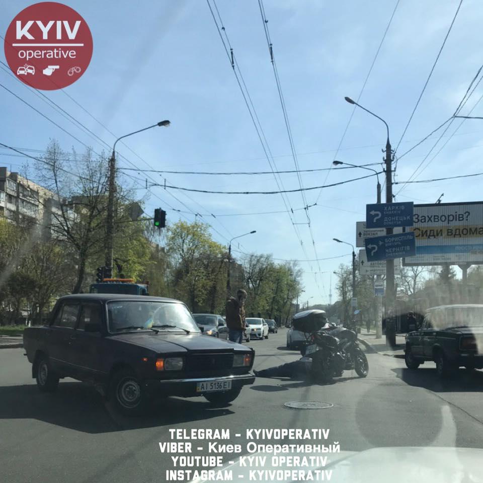 ДТП в Киеве и области: Столкновения с участием Jaguar и мотоциклиста