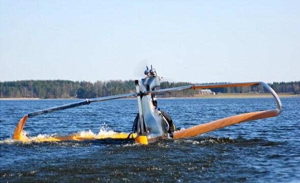 Взлетать и садиться самолет может только на воду
