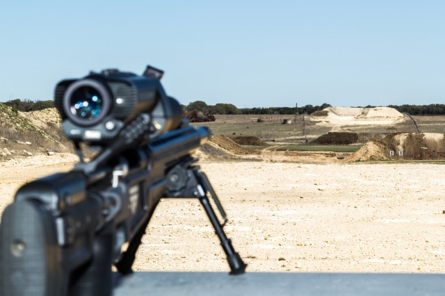 С помощью такого прицела любой стрелок сможет попасть в цель с расстояния в 1 км