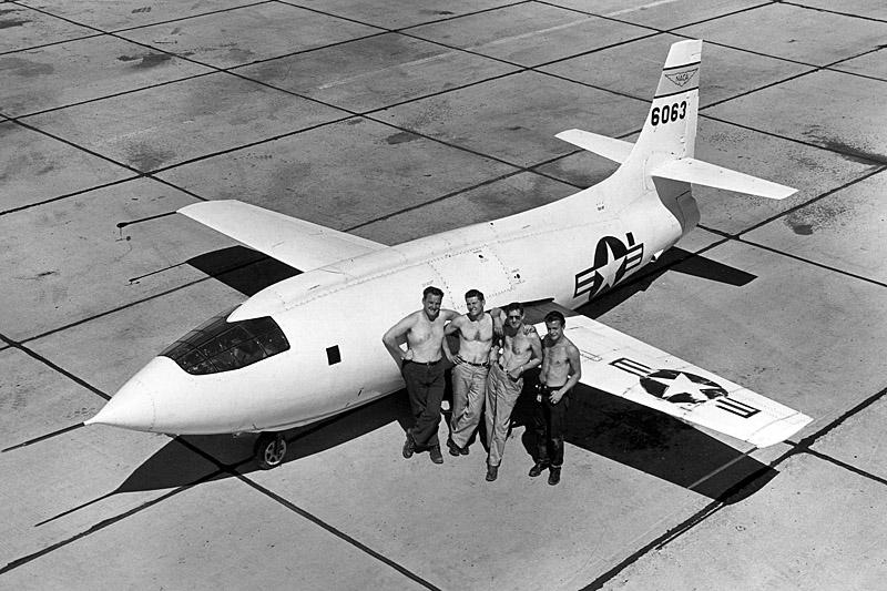 Расчётная скорость Bell Х-1 на высоте 24 400 м составляла 2720 км/ч
