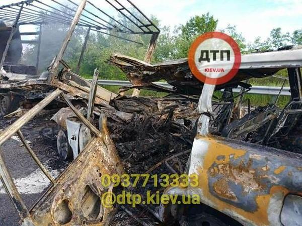 Сгоревший под Киевом водитель оказался полицейским: Подробности