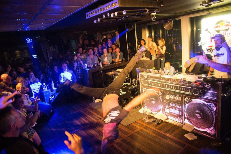 Ночные клубы и громкие тусовки - одна из визитных карточек Берлина