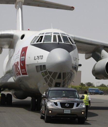Nissan Patrol протянул за собой 155-тонный Ил-76