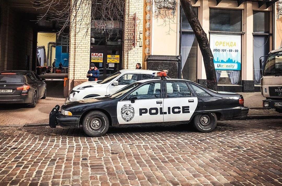 Полицейский седан Chevrolet Caprice 1992 года - неотъемлемая часть полицейских боевиков 90 - х годов