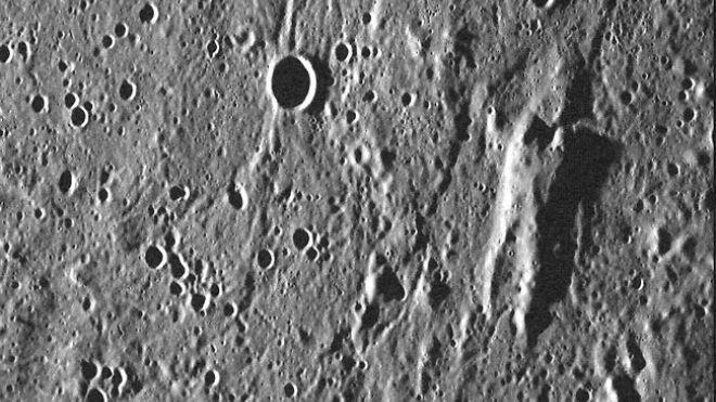 Гора на поверхности Меркурия напоминает персонажа из Звездных Войн