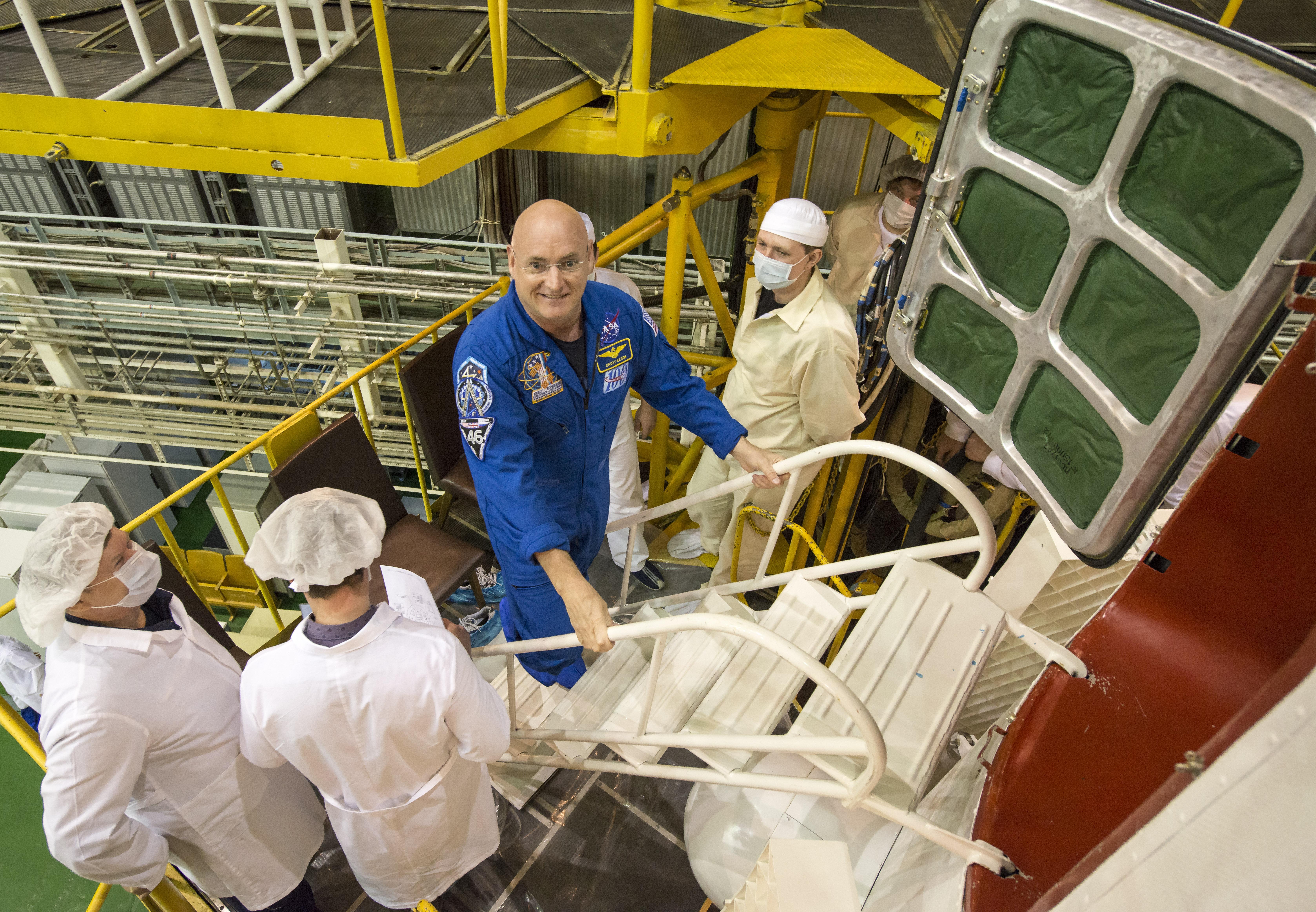 Скотт Келли участвует в эксперименте NASA