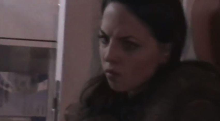Растроенная Алина сидит в карете скорой помощи