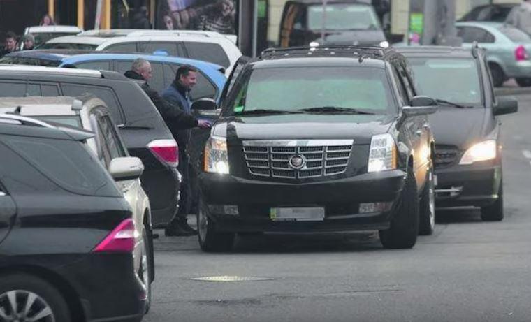 Ляшко садится в бронированный Cadillac Escaladе