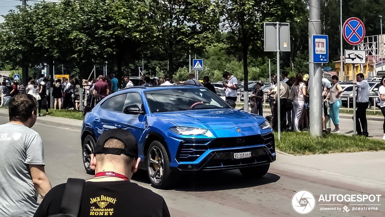 ведь ранее в июне машину видели во Львове еще без матовой пленки