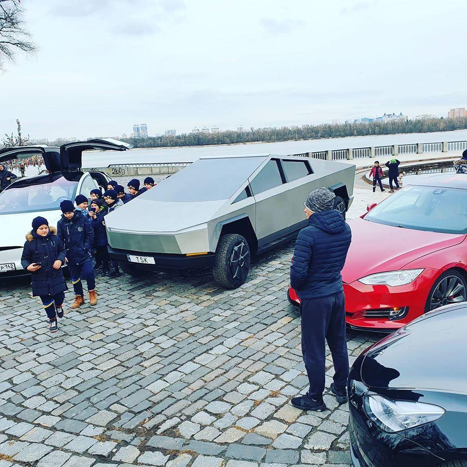 В Киеве засветился автомобиль, похожий на пикап компании Тесла