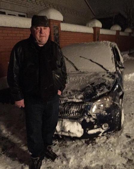 Экс-ректор у разбитой машины
