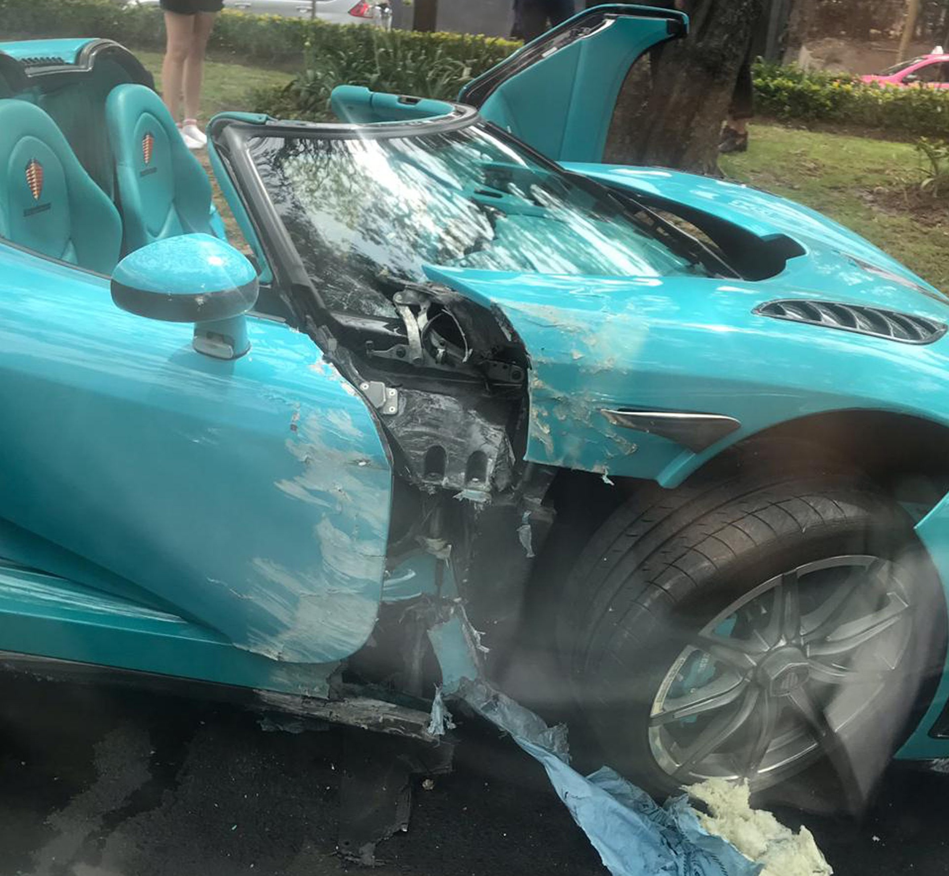 Уникальный гиперкар Koenigsegg CCXR за 2 миллиона долларов разбили на ровном месте в Мехико