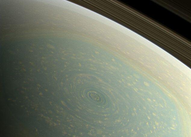 Ураган сфотографировал зонд NASA