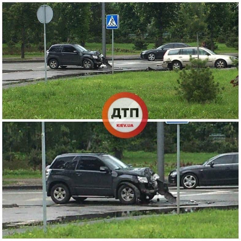 В Киеве водители сносили столбы, а под Полтавой погиб полицейский: ДТП за 28 мая