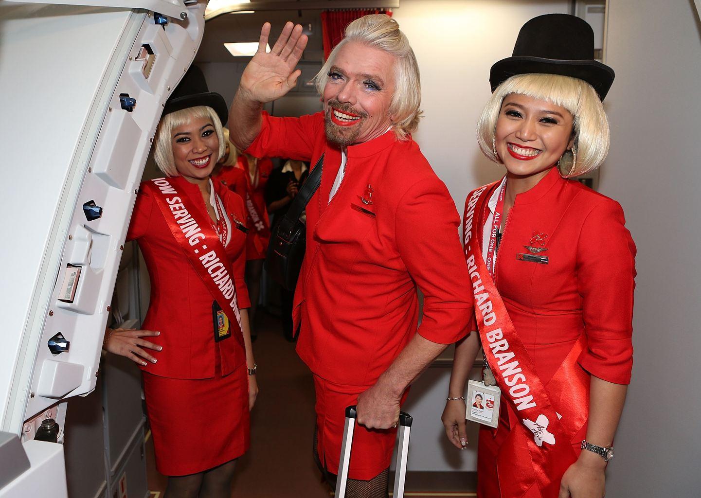Миллиардер Ричард Брэнсон - самая высокооплачиваемая стюардесса, принимающая расчет только биткоинами