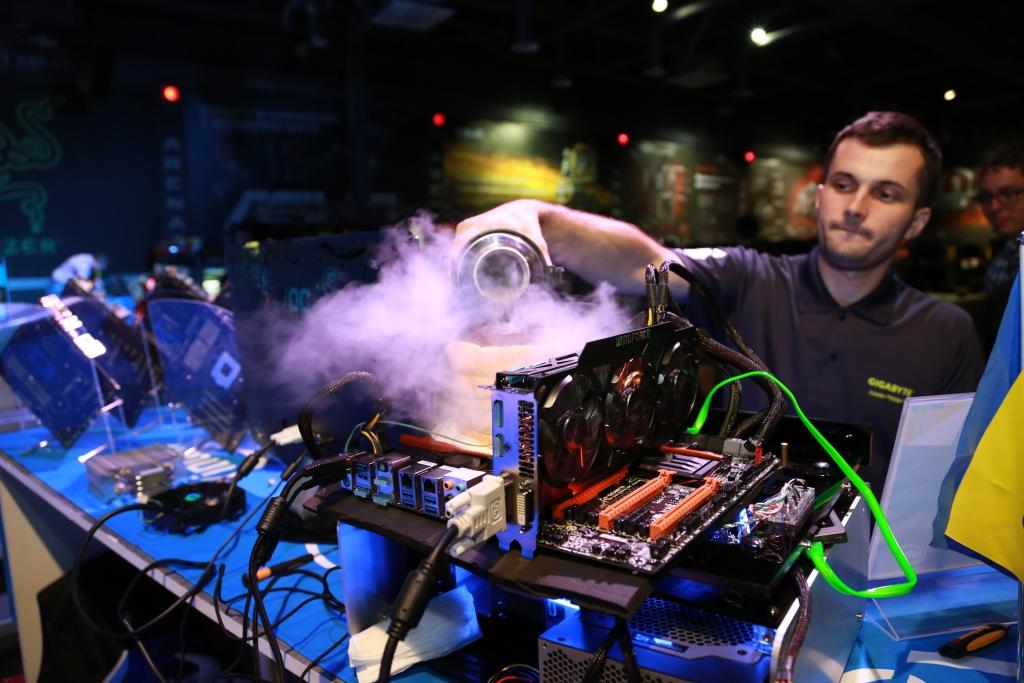 Разгон процессора Intel 4-го поколения Intel Core, используя жидкий азот