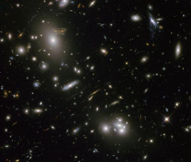 Тающая галактика справа вверху