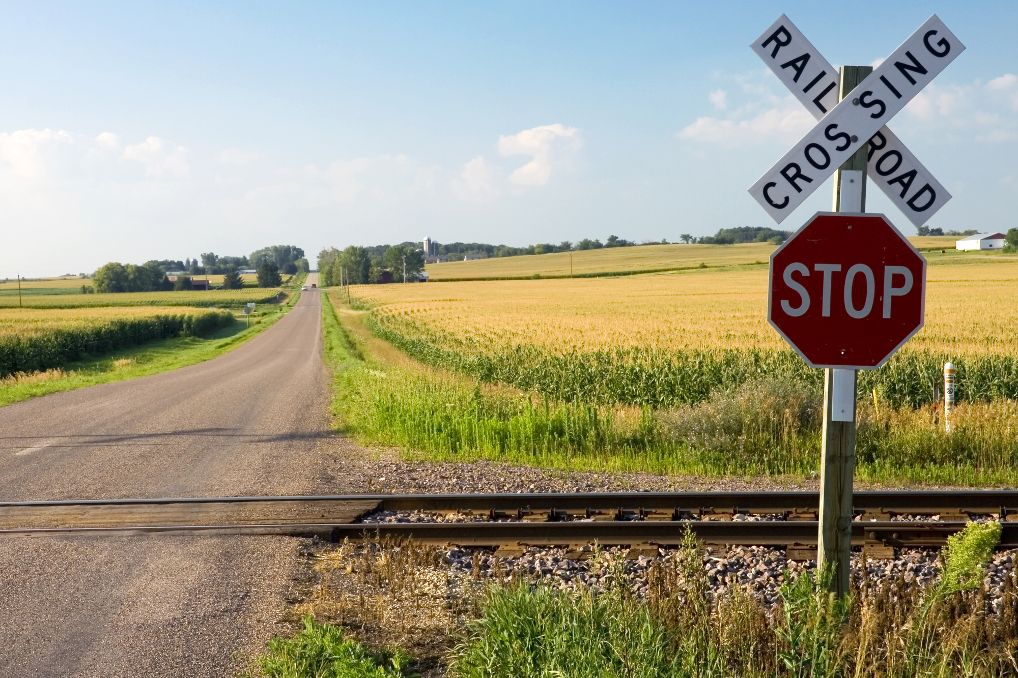 Как пересекать железнодорожный переезд правильно: Размер штрафов