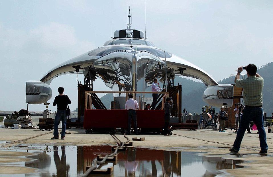 В Гонконге прошла церемония спуска на воду одной из самых красивых яхт в мире